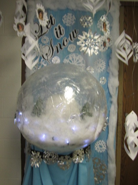 Holiday door decorating contest itasca school district Best christmas decorating blogs
